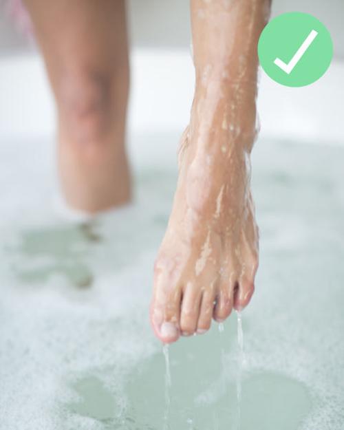 Thường xuyên rửa chân