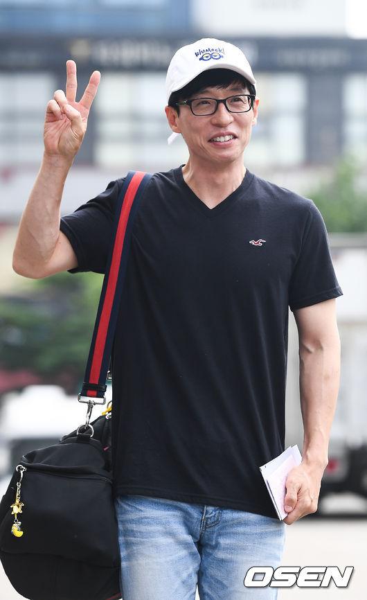 MC Yoo Jae Suk cũng đã xuất hiện tại đài KBS, chuẩn bị cho buổi ghi hình.