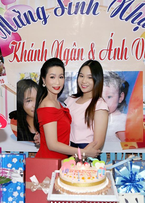vo-chong-trinh-kim-chi-to-chuc-sinh-nhat-chung-cho-hai-con-gai-3