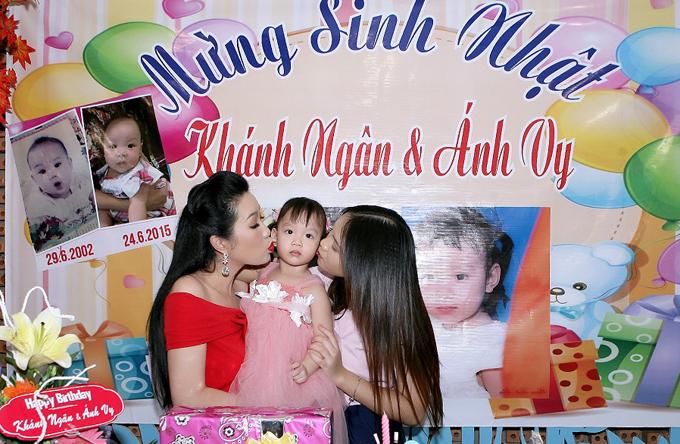 vo-chong-trinh-kim-chi-to-chuc-sinh-nhat-chung-cho-hai-con-gai-1