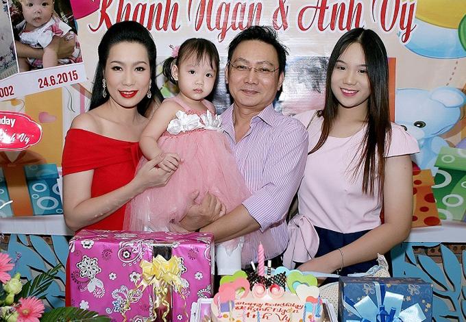 vo-chong-trinh-kim-chi-to-chuc-sinh-nhat-chung-cho-hai-con-gai-5