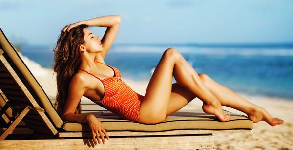 Làn da nâu bóng khỏe giúp phụ nữ Italia trông rạng ngời sức sống.