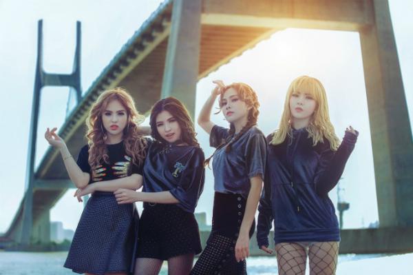nhom-s-girls-dong-loat-khoe-chan-dai-trong-mv-moi-6