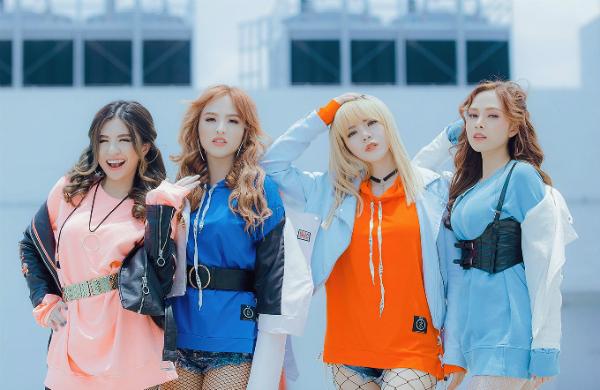 nhom-s-girls-dong-loat-khoe-chan-dai-trong-mv-moi