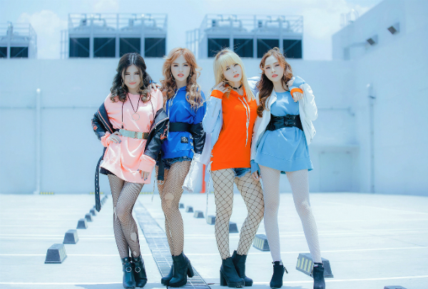 nhom-s-girls-dong-loat-khoe-chan-dai-trong-mv-moi-1