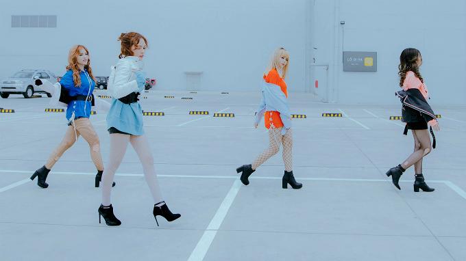 nhom-s-girls-dong-loat-khoe-chan-dai-trong-mv-moi-3