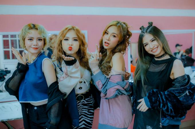 nhom-s-girls-dong-loat-khoe-chan-dai-trong-mv-moi-7