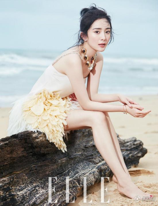 Váy ngắn giúp mỹ nhân Hoa ngữ khoe trọn lợi thế chân dài.