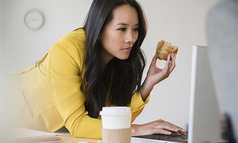 5 thói quen xấu nơi công sở khiến vòng eo ngày càng phát phì