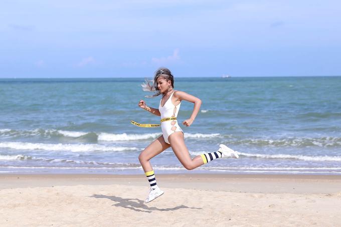 Trong phần thi đầu tiên, Quỳnh Như của đội Hoàng Thuỳ là cô gái giàu năng lượng nhất, nhờ sự linh hoạt và luôn thể hiện sự mới lạ trong cách tạo dáng cô đã giành được chiến thắng.