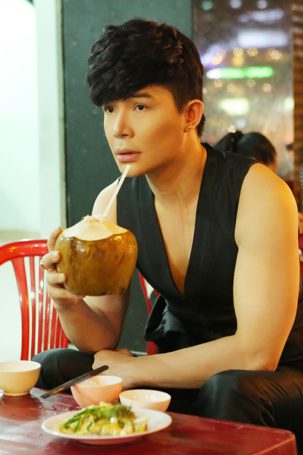 nathan-lee-ngoi-xe-hop-deo-nhan-gan-6-ty-nhung-an-quan-via-he-4