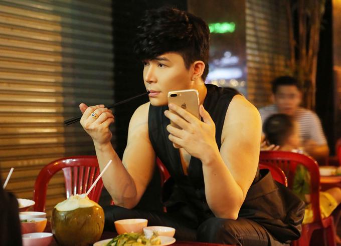 nathan-lee-ngoi-xe-hop-deo-nhan-gan-6-ty-nhung-an-quan-via-he-5