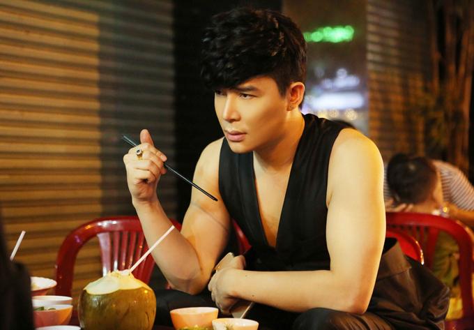 nathan-lee-ngoi-xe-hop-deo-nhan-gan-6-ty-nhung-an-quan-via-he-6