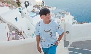 Stylist Trịnh Tú Trung chia sẻ kinh nghiệm đi đảo thiên đường Santorini