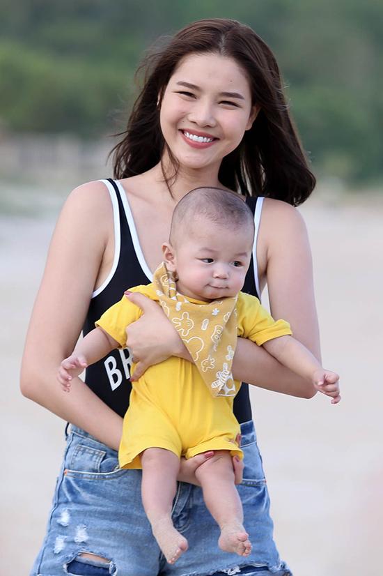 ky-han-va-con-trai-co-vu-mac-hong-quan-ghi-hinh-the-face-5