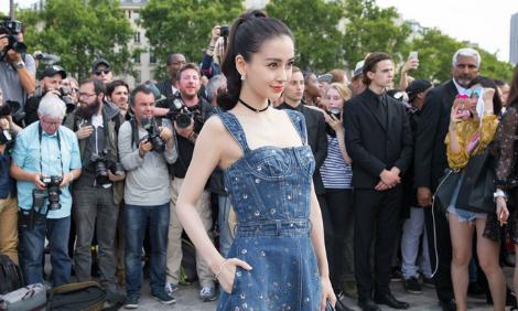 'Gái một con' Angelababy, Chương Tử Di đọ độ hot tại Tuần lễ Thời trang Paris