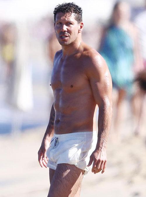 Gia đình HLV Atletico Madrid đang đi nghỉ hè ở St Tropez, hòn đảo nghỉ dưỡng nổi tiếng của Pháp.