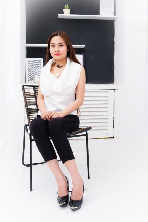 emy-ngoc-nhi-da-phong-cach-trong-trang-phuc-huong-collection-3