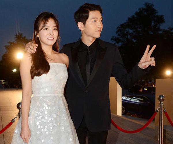 song-hye-kyo-va-song-joong-ki-viet-tam-thu-cho-fan-chia-se-chuyen-tinh-yeu