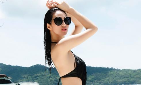 Khánh My khoe dáng nóng bỏng bên bờ biển Thái Lan