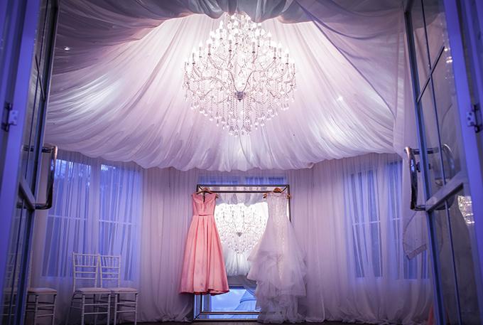 Mình chọn địa điểm này vì chết mêphòng thay đồ công chúa dành cho cô dâu, Linh nói.