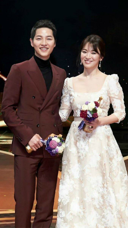 song-hye-kyo-song-joong-ki-thong-bao-31-10-ket-hon-phu-nhan-tin-don-co-bau
