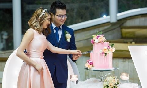 Đám cưới của đôi Việt kiều Australia suýt đi tu vì… ế