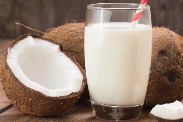 Sữa dừa Sữa dừa chứa nhiều canxi, không chứa đường, cung cấp hàm lượng lớn magie cho cơ thể.