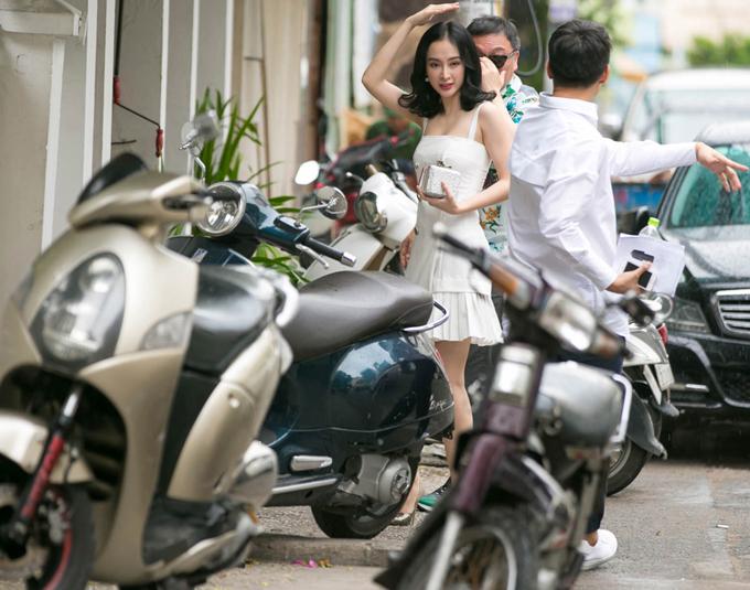 angela-phuong-trinh-ra-san-bay-don-dao-dien-nguoi-han-quoc-4