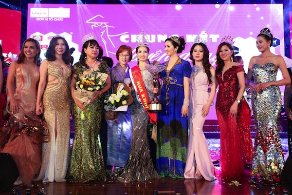 Cuộc thi Hoa khôi Duyên Dáng Doanh Nhân Việt 2017 được tổ chức lần thứ ba. Đây không đơn thuần là cuộc thi nhan sắc mà còn là nơi tôn vinh tài năng và sắc đẹp của nữ doanh nhân Việt nói riêng và sắc đẹp của người phụ nữ Việt Nam nói chung. Vương miện của cuộc thi được làm bởi Thương hiệu Ngọc Trai Queen Peal.