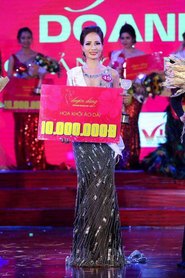 Bên cạnh giải chính, cô còn nhận hai giải thưởng phụ: Miss Áo dài và Miss ứng xử hay nhất.