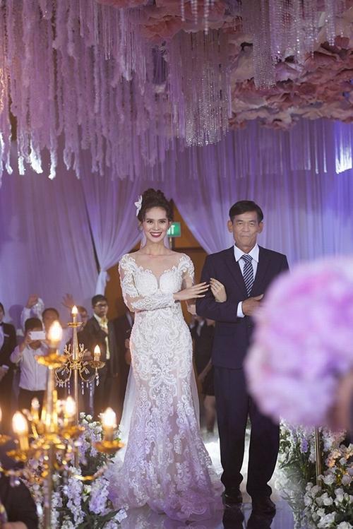 nhung-bo-vay-cuoi-long-lay-va-dat-tien-cua-sao-viet-nua-dau-nam-2017-7
