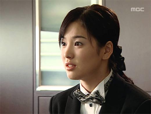 ve-dep-tuoi-35-cua-song-hye-kyo-khien-khan-gia-nguong-mo-2
