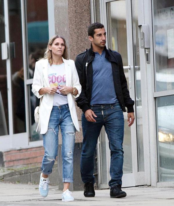 Sao MU đi cùng Jude sau bữa ăn hôm 6/7 tại nhà hàng San Carlo Chiccetti tại Manchester.