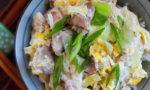 Cơm trứng thịt gà kiểu Nhật