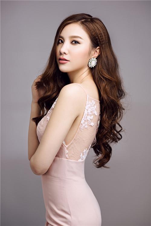 Sau khi tham gia cuộc thi The Remix 2016, Hạnh Sino quyết định thay đổi phong cách, hướng tới hình ảnh ca sĩ nhạc dance trưởng thành và quyến rũ hơn.