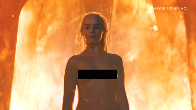 me-rong-emilia-clarke-cam-on-nha-san-xuat-khi-duoc-dong-canh-sex-ung-y-1