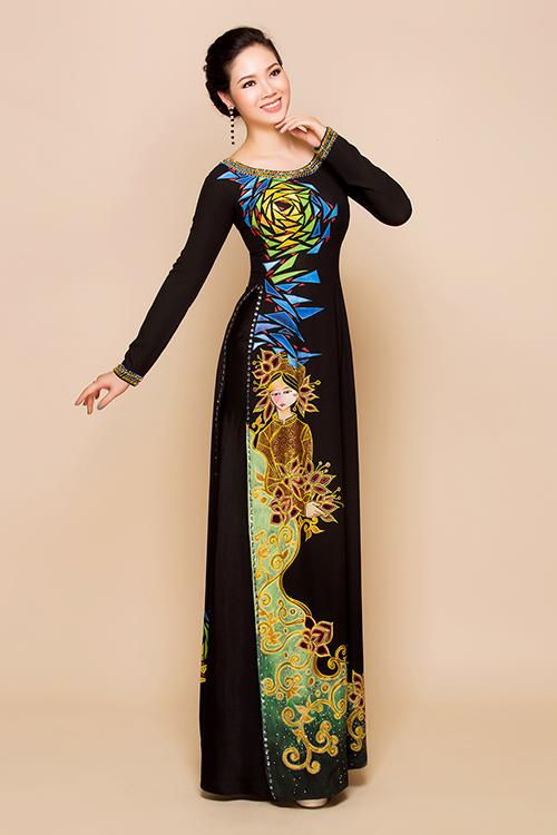 Áo dài cổ thuyền rộng hoặc cổ thuyền bẹt là lựa chọn hàng đầu cho phụ nữ trung niên, giúp họ khoe được phần cổ đầy và gương mặt tròn phúc hậu.