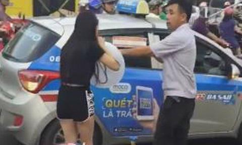 Cô gái hút bóng cười gây náo loạn phố Hà Nội