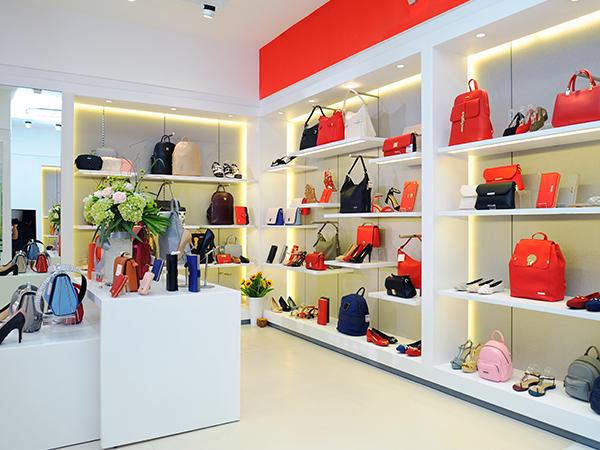 trang-khieu-hoang-oanh-kham-pha-flagship-store-dau-tien-cua-vascara-1