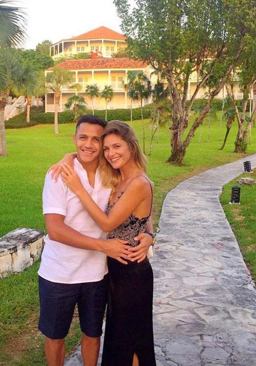 Alexis Sanchez bị đồn