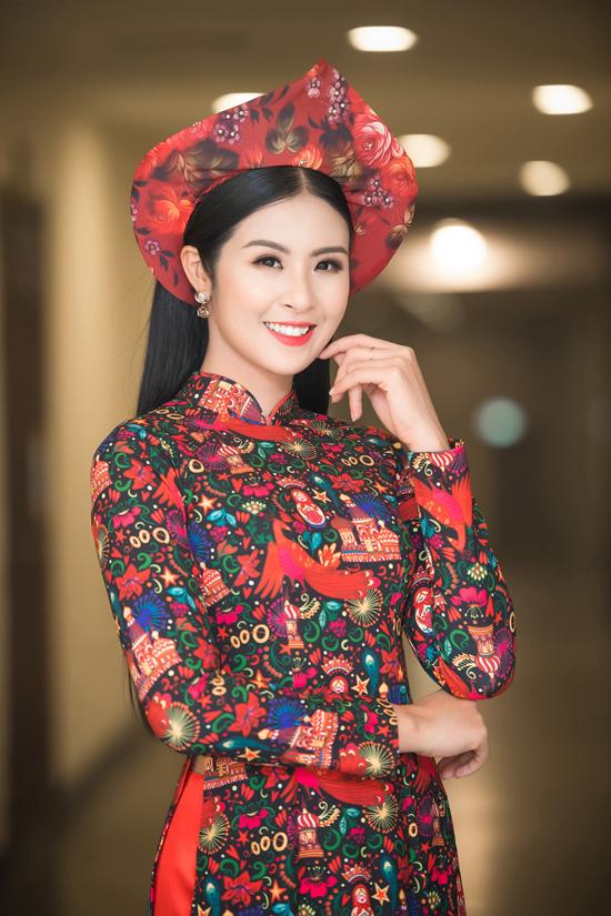 Tối 12/7, Hoa hậu Ngọc Hân đảm nhận vai trò MC trong đêm giao lưu nghệ thuật Thắm tình hữu nghị Việt - Nga, sự kiện hướng tới kỷ niệm Cách mạng Tháng 8 và Cách mạng Tháng 10 Nga.