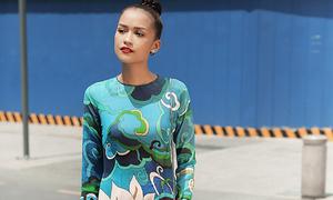 Ngọc Châu diện áo dài hoa dạo phố