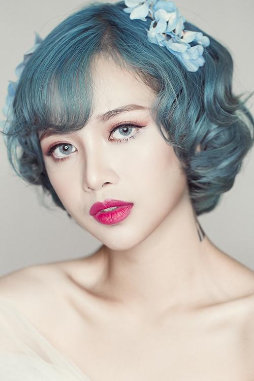 Trong ngày trọng đại, mọi cô dâu đều mong muốn có thần thái rạng rỡ, gương mặt xinh đẹp, lộng lẫy những vẫn giữ được những đường nét tự nhiên, không bị già, cứng. Vì vậy, xu hương trang điểm Hàn Quốc vẫn được ưa chuộng nhất trong mùa cưới 2017.