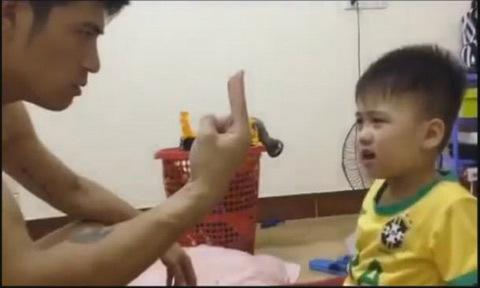 Bố căng thẳng khi dạy con trai học đếm số