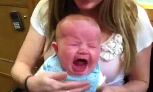 Người mẹ hứng 'gạch đá' khi đưa con 4 tháng tuổi đi bắn lỗ tai
