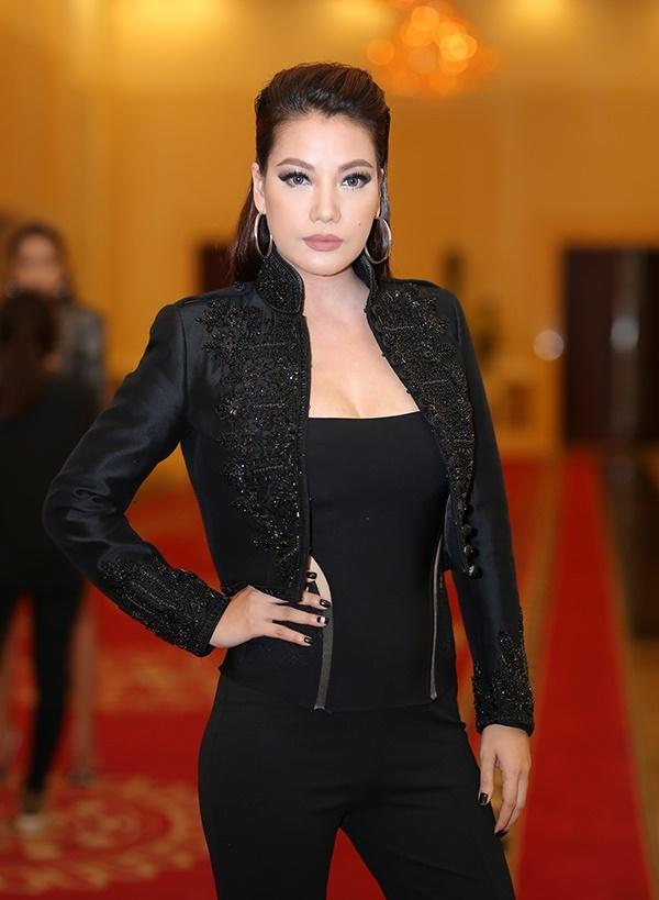 giam-khao-next-top-mac-xau-khong-kem-hlv-the-face-5