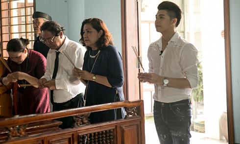 Noo Phước Thịnh cùng bố mẹ về Huế thăm dòng tộc