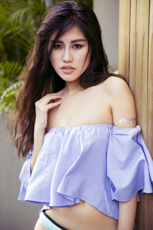 emily-hong-nhung-khoe-dang-sexy-voi-ao-tam-6