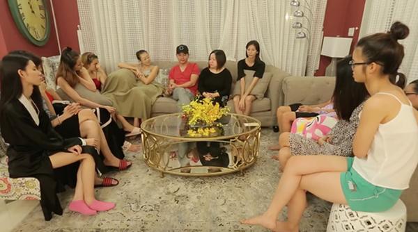 Đại diện ban tổ chức và giám khảo Nam Trung đã có buổi họp để hoà giải những mẫu thuẫn của 12 cô gái trong nhà chug